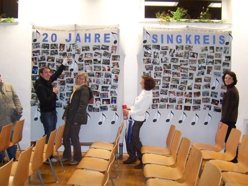 100_6364 Fotowand mit Bildern aus 20 Jahren